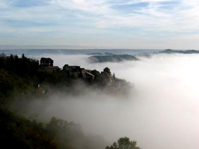 Jadis Cassagnes de Panadès au XIIIe siècle du nom du château de Panat qui se dresse sur un piton de l'autre côté de la vallée, le hameau perché appartenant à la commune de Goutrens est cité depuis l'an mille.