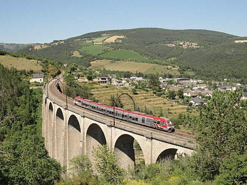 La ligne des Causses est l'appellation donnée à la ligne électrifiée reliant Neussargues à Béziers en passant par Millau.