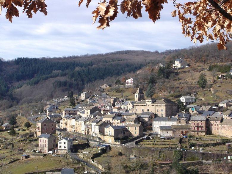 Les maîtres maçons de la vallée de la Muse et de Saint Beauzély ont participé à la construction des remparts des cités templières de la Cavalerie, de Sainte-Eulalie-de-Cernon et de la Couvertoirade.