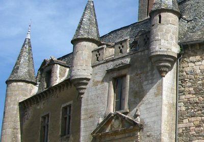 Les 3 styles d'architectures du Château de Vézins sont : Le Moyen-Age, la Rennaissance Italienne et le style néogothique du XIXè.