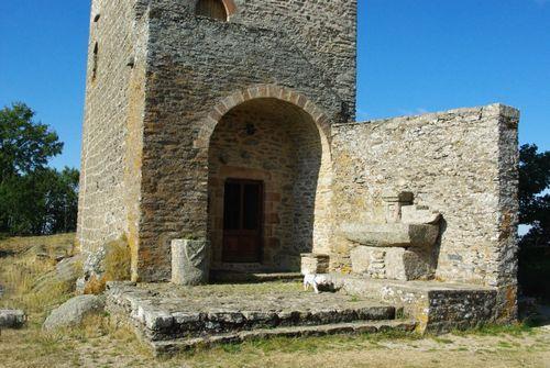 Remontant vraisemblablement à l'époque carolingienne (IX ème), Peyrebrune semble avoir été le siège d'une vicomté, pouvoir administratif local.