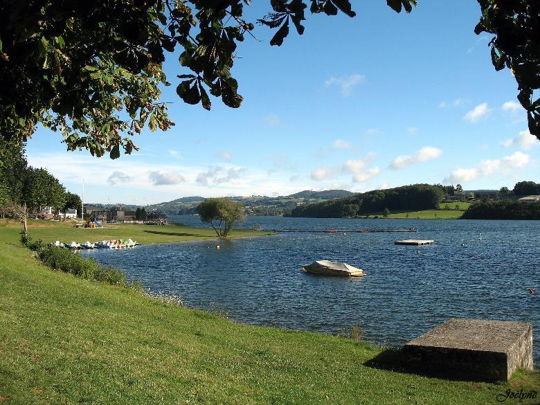 Sur la commune de Villefranche-de-Pana un lac de barrage EDF permet de pêcher et de profiter de tous les loisirs nautiques.