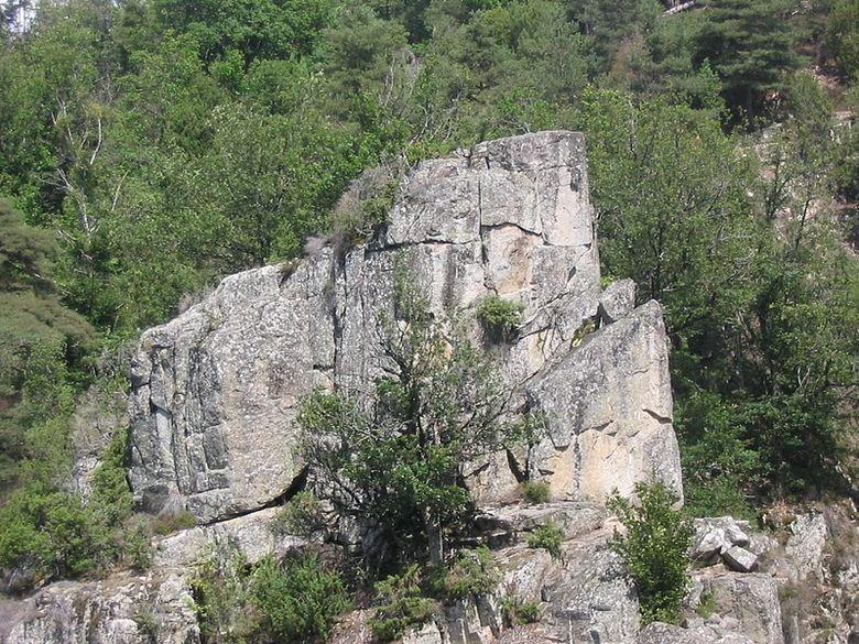 Une cascade et un rocher en forme de tête de chien seront le but de cette balade.
