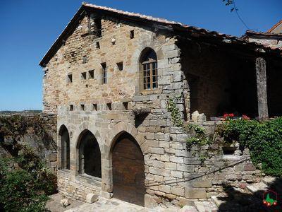 Habité depuis le néolithique, le site de Capdenac-le-Haut est une ancienne forteresse gallo-romaine et une ville médiévale majeure du Quercy.