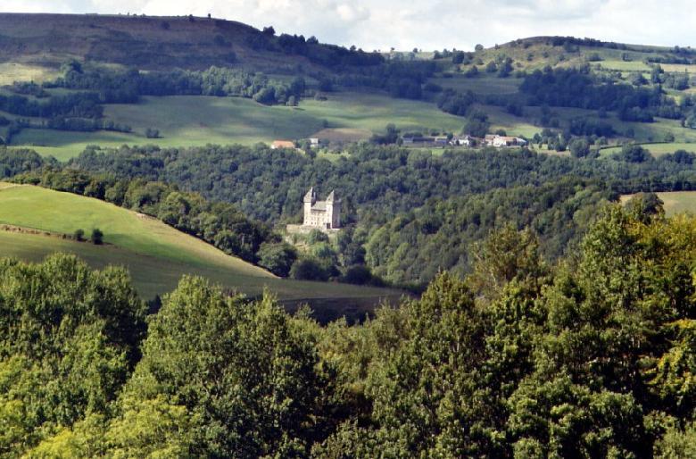 Le CARLADEZ : lieu de départ idéal pour Conques, l'Aubrac, les volcans du Cantal à 800m d'altitude.