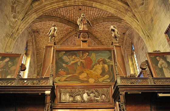 La chapelle, située au Nord de la chartreuse, est à nef unique à trois travées, voûtées d'ogives de style gothique flamboyant, et un chœur comportant un chevet à cinq pans. Le chœur est un peu moins large que la nef.