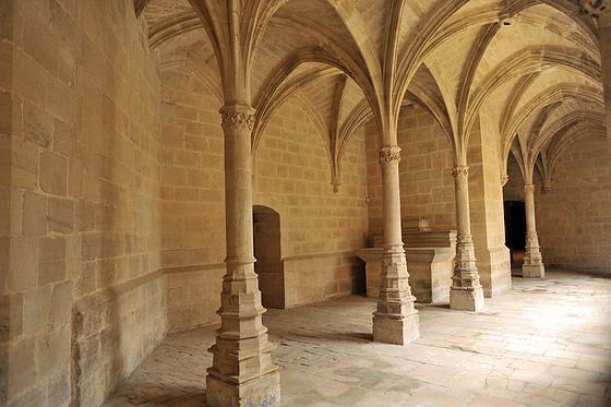 Le petit cloître est le plus décoré des deux cloîtres. Centre géographique du monastère, c'est aussi un lieu spirituel, intimiste. Les pères pouvaient y parler entre eux de ce qui est utile selon l'expression de saint Bruno, c'est-à-dire de Dieu.