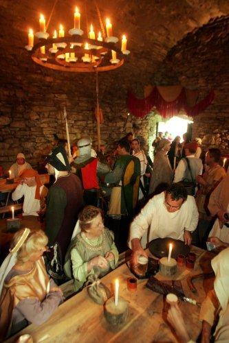 La fête médiévale d'Estaing transforme chaque année la ville en gigantesque village médiévale.