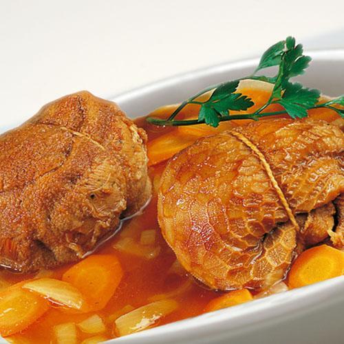 Le Trénel, plat traditionnel du Sud-Aveyron, est constitué par une panse d'agneau coupée en gros morceaux, de la tripe et du jambon de pays.