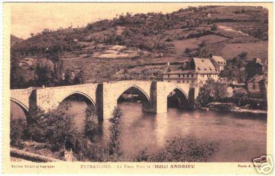 Entraygues - Le pont Gothique et l'hôtel Andrieu - Aveyron - France