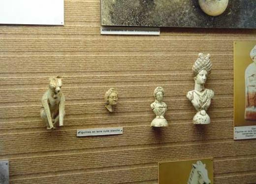 Le musée expose le passé archéologique de Banassac notamment la vie chasséenne, les céramiques sigillées et l'histoire des monnaies frappées à l'époque mérovingienne.