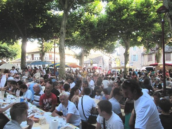 Le marché des producteurs de pays à Entraygues-sur-Truyère - Aveyron