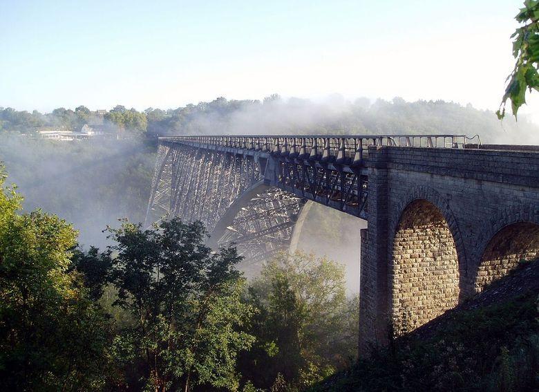 Posé sur les flancs de la vallée, aussi léger qu'une aile, le viaduc du Viaur est une belle réalisation de l'homme en pays tarnais.