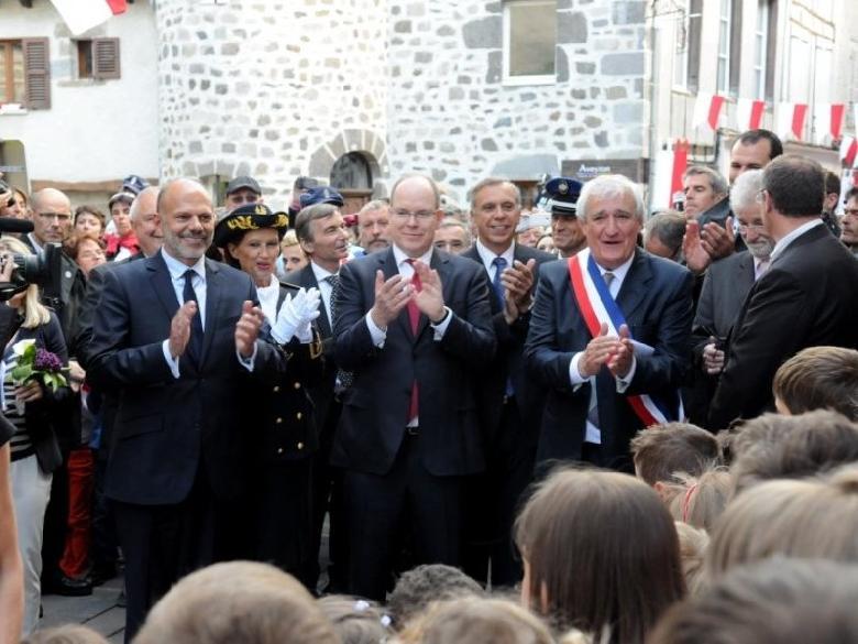 Fruit d'une longue correspondance épistolaire entre la principauté monégasque et l'ancien maire de Mur-de-Barrez, Joseph Chayrigues, la visite ce mercredi du prince Albert II sur le Carladez fut un événement dans le petit village aveyronnais.