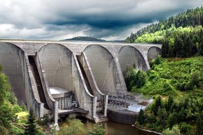 Les barrages de la Truy�re produisent 1706 millions de kWh soit 10% de l��nergie hydraulique produite en France. C'est le profil particulier de la rivi�re qui permet de produire une aussi grande puissance hydro�lectrique.