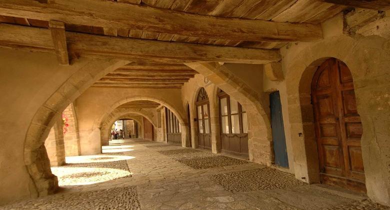 Village fondé en 1281 au patrimoine remarquable, Sauveterre de Rouergue est un village situé au cœur du Ségala.