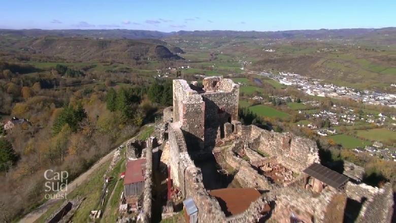 Situé aux portes de l'Auvergne, avec une vue imprenable sur les monts du Cantal, le nord de l'Aveyron laisse voir des paysages sauvages et donne envie d'en savoir plus.