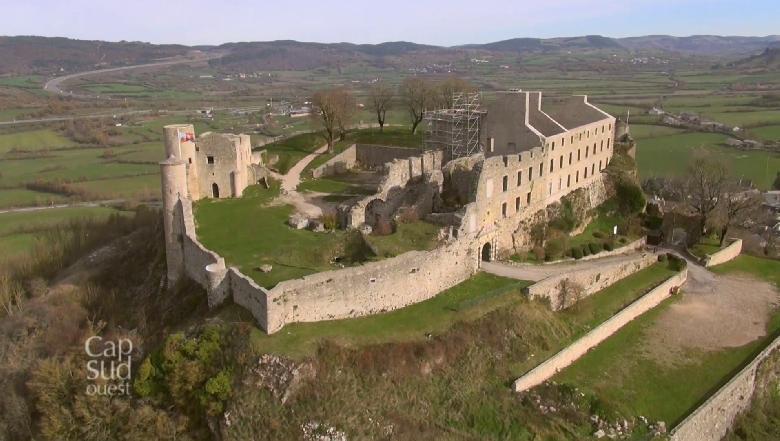 De Séverac le Château à Rodez, le long de la vallée de la rivière Aveyron.