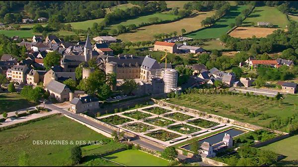 A Bournazel, un chantier historique est mené pour reconstruir à l'identique les ailes démolies de leur château Renaissance et le jardin attenant.