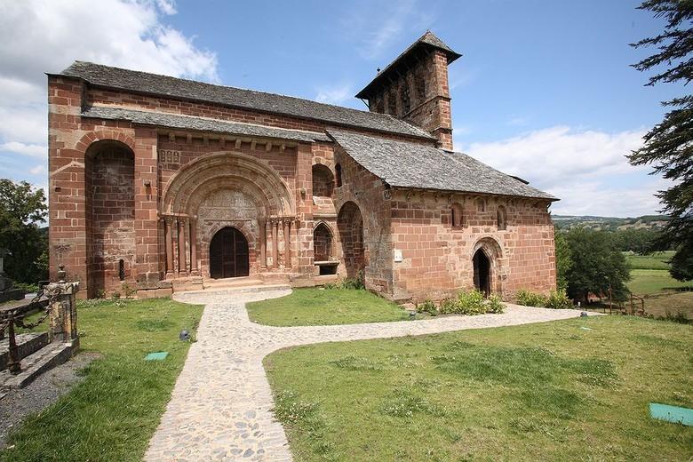 L'Eglise Romane de Perse ou chapelle Saint-Hilarian-Sainte-Foy à Espalion dans l'Aveyron est un joyau d'art roman.