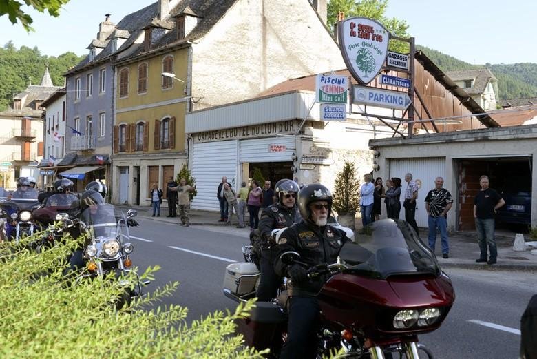 Les Bikers Chapter de Ballainvilliers en visite à entraygues