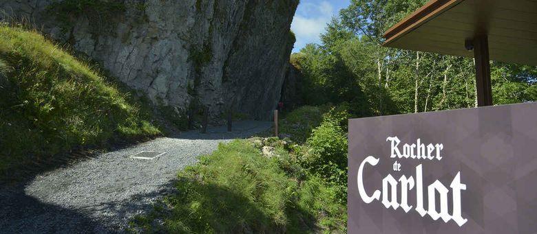 Le Rocher de Carlat dans le Cantal
