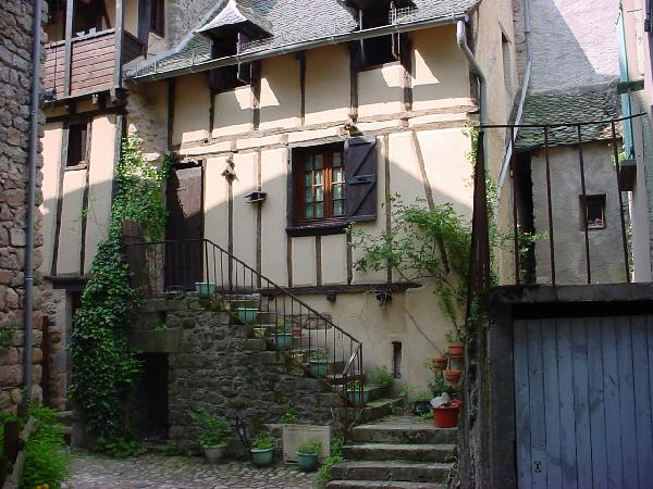 Vieille maison à colombage restaurée - Aveyron
