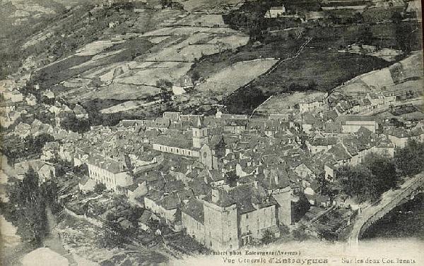 Vue d'Entraygues sur Truyère - Aveyron - France