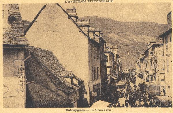 Hotel du lion d'Or dans la rue principale - Aveyron - France