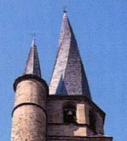 Eglise gothique au clocher flammé-St Côme d'Olt-Aveyron