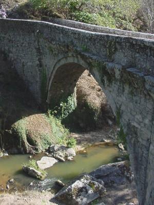 Superbe Pont à une arche - bez bédène - Aveyron