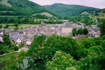 Vue générale de Ste Eulalie d'Olt - Aveyron - France