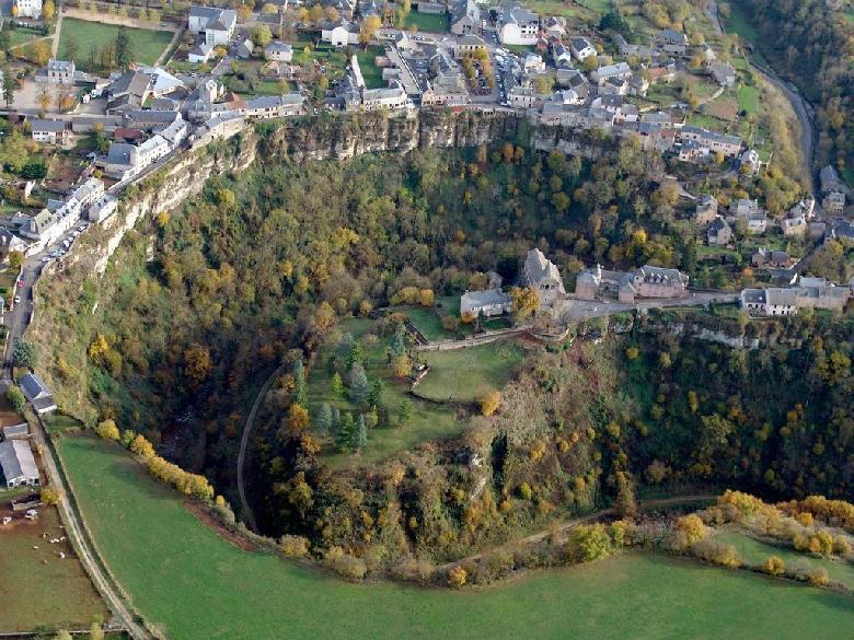 Bozouls et son extraordinaire canyon - Cirque naturel - Aveyron