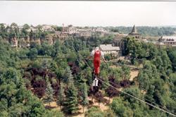 Exploit du funambule Henry's sur le Trou de Bozouls - Aveyron