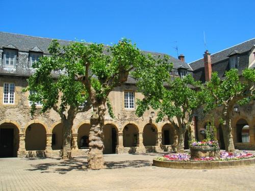 Le cloître des Augustins de St geniez d'Olt - Aveyron