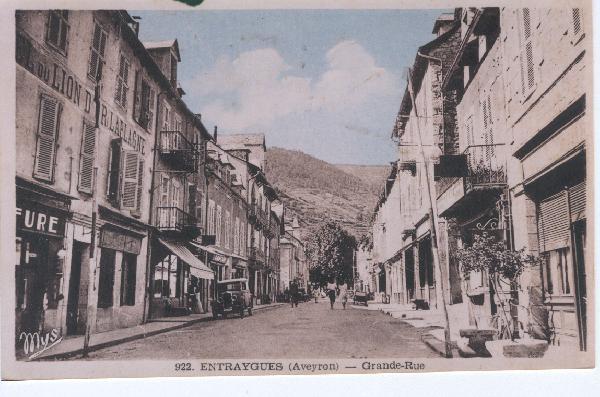 Ancien Hôtel du Lion D'Or à votre gauche (anciennement Laplagne) - Entraygues - Aveyron