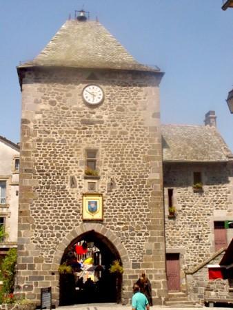 La tour de Monaco - Mur de Barrez - Aveyron