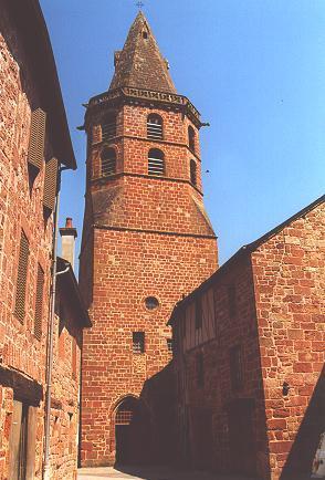 Eglise en grès rouge - Marcillac Vallon - Aveyron