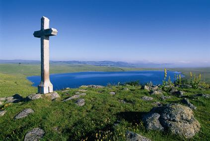 Aubrac, à 1350 m d'altitude, tire son nom de «Alto Braco», qui veut dire «lieu élevé»