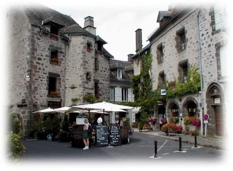 Salers: plus beaux villages du Cantal - Auvergne