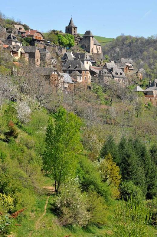 Beau hameau fleuri de La Vinzelle - Aveyron