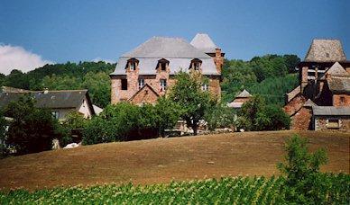 Pruines et son château - Aveyron - France